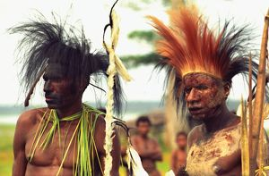 people/papua new guinean men traditional headdress